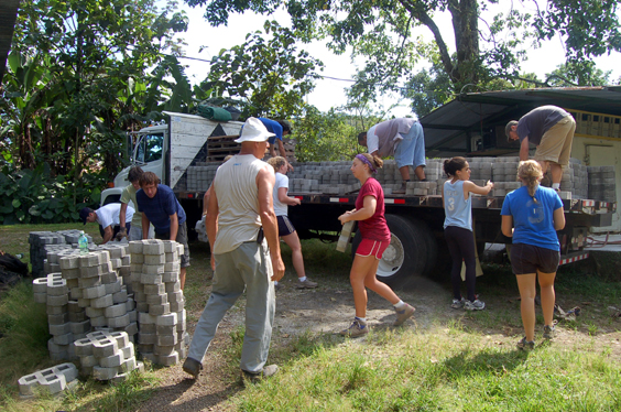 Eckerd Studens Volunteer a La Marina for Special Project